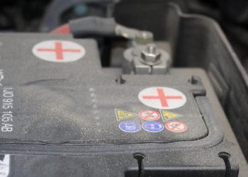 VW Tiguan Batterie wechseln und anlernen | Anleitung, Kosten & Tipps