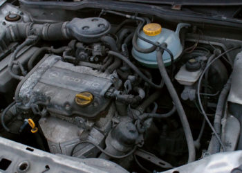 Opel Corsa Motoröl & Ölwechsel | Kosten, Intervalle, Ölmenge & Anleitung