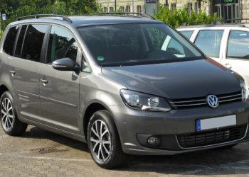 VW Touran Batterie wechseln | Kosten & Ersatzbatterie inkl. Anleitung